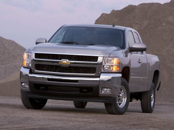 2007-chevrolet-silverado-2500-hd-ltz-extended-cab-front-angle-view-588x441