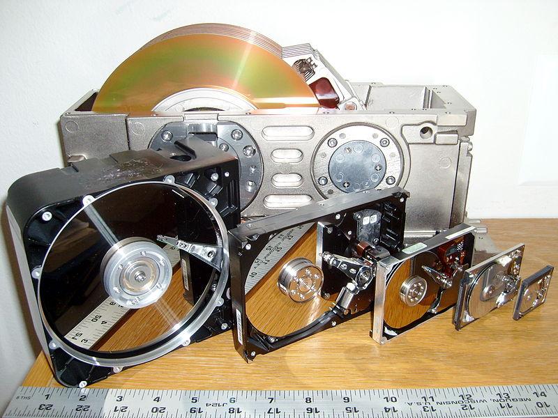 800px-SixHardDriveFormFactors
