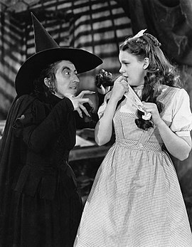 270px-The_Wizard_of_Oz_Margaret_Hamilton_Judy_Garland_1939